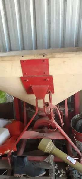 Lime / Fertilizer Spreader