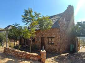 HARTBEESPOORT - 2 bedroom, 2 bathroom stone cottage close to the Coves