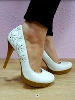 Цену снизила! Туфли с вышивкой р.38