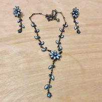Komplet biżuterii - kolczyki i naszyjnik