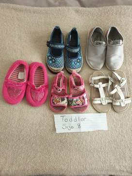 2nd Hand toddler girls shoes size 8 R80 for all