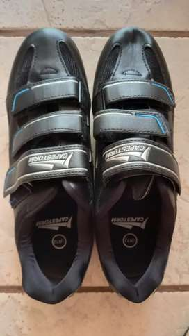 Size 12 cycling shoes..new