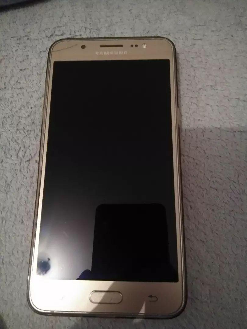 Samsung j5... 0