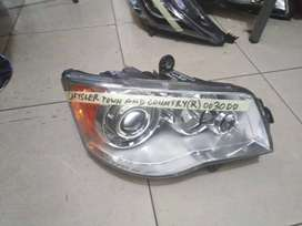 Chysler Town and Country Right Headlight / Headlamp