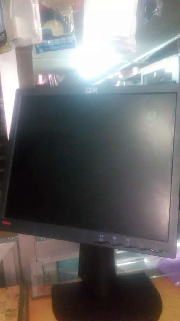Lenovo 17 inches screens 0