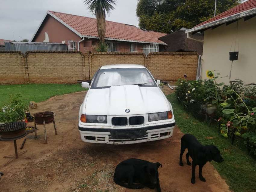 BMW 318I STRIPPING FOR SPARES 0