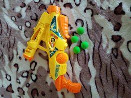 Бластер стреляет мягкими шариками