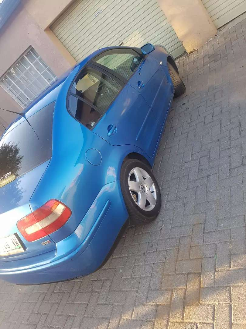 am selling my polo classic very nice car 0