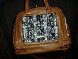 Kuferek torebka listonoszka Monnari do ręki, na ramię brąz camel