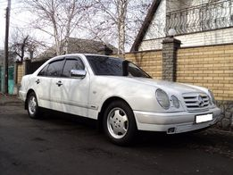 Mercedes E-Class 210