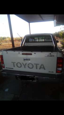 White Hilux for sale
