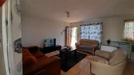 3 bedroom house to share R2500 Available 1st October