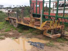 Double axle side loader cane trailor.