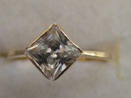 Złoty pierścionek 2,10 g