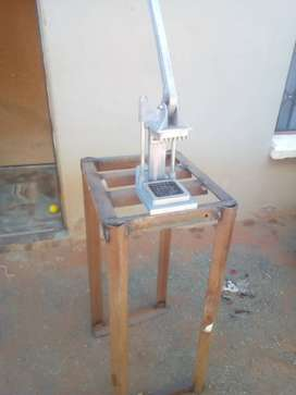 Chip cutter with stand