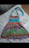 Kolorowa sukienka wiązana na szyję