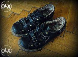 Утеплённые кожаные ботинки на заклёпках