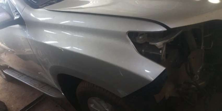 Toyota Landcruiser Prado right fender 0