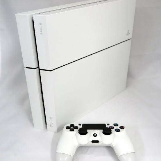 Looking to buy a glacier white Ps4 0
