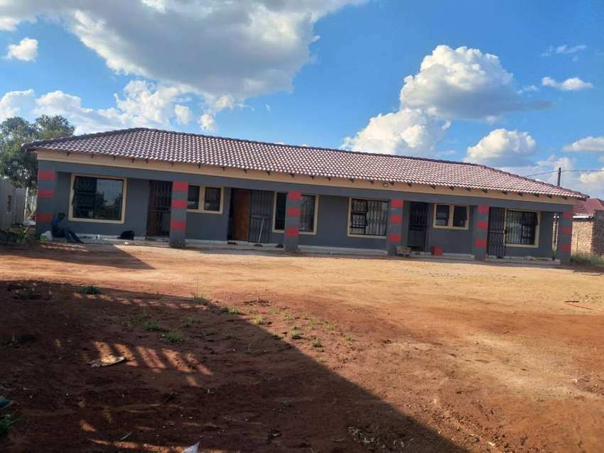 Bachelor rooms available to rent in lebowakgomo