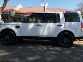 LAND ROVER DISCOVERY 4 WITH SUN ROOF AND SPARE KEYS