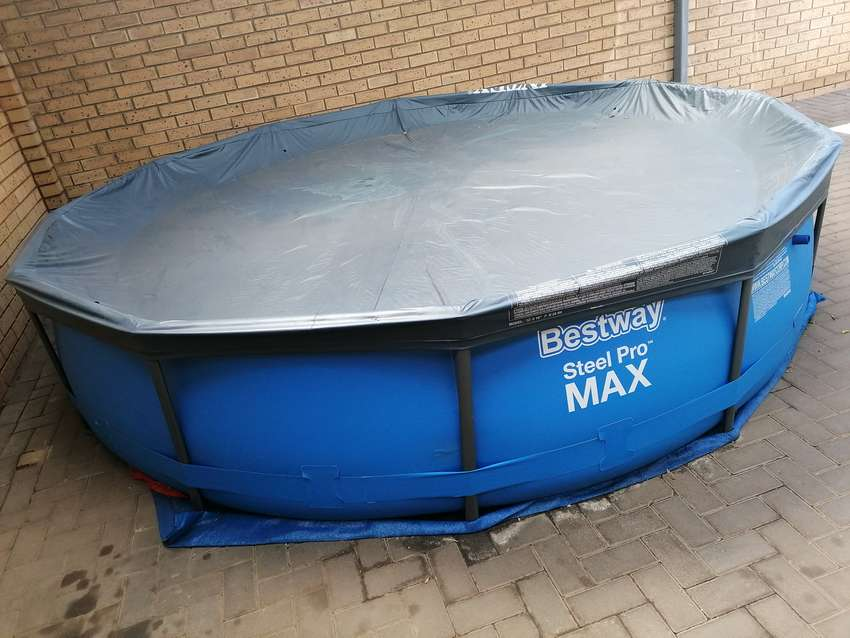 366 cm - 71 cm above the ground bestway pool with cover & cleaning kit