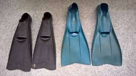 2 pairs diving flippers