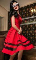 Нарядное красное платье из габардина