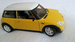 Машина модель Mini Cooper 1/24