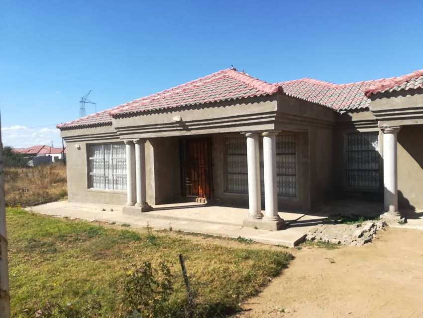 House For Sale in Mamadimo Park, Mankweng (Walking Distance to Paledi) 0