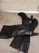 Красивые демисезонные сапоги, классика, натуральная кожа, 38 размер.