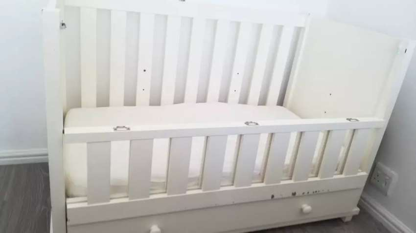 Selling my baby cot 0