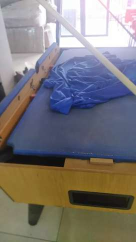 Covering of pool tables and snooker tables