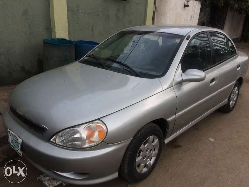Kia Rio 2000 model with ac cooling 0