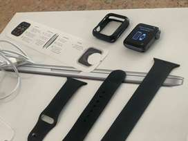 Apple Watch Series 3 42mm GPS Black with Straps and Charger
