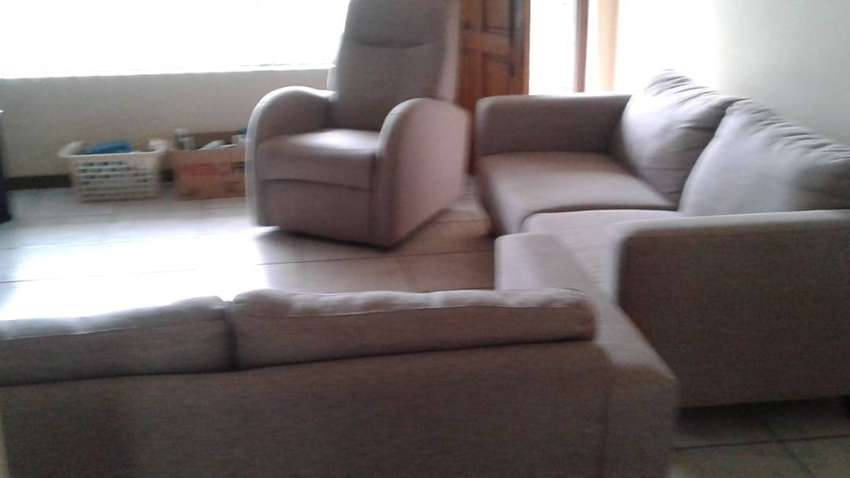 Beautiful lounge suite for sale 0