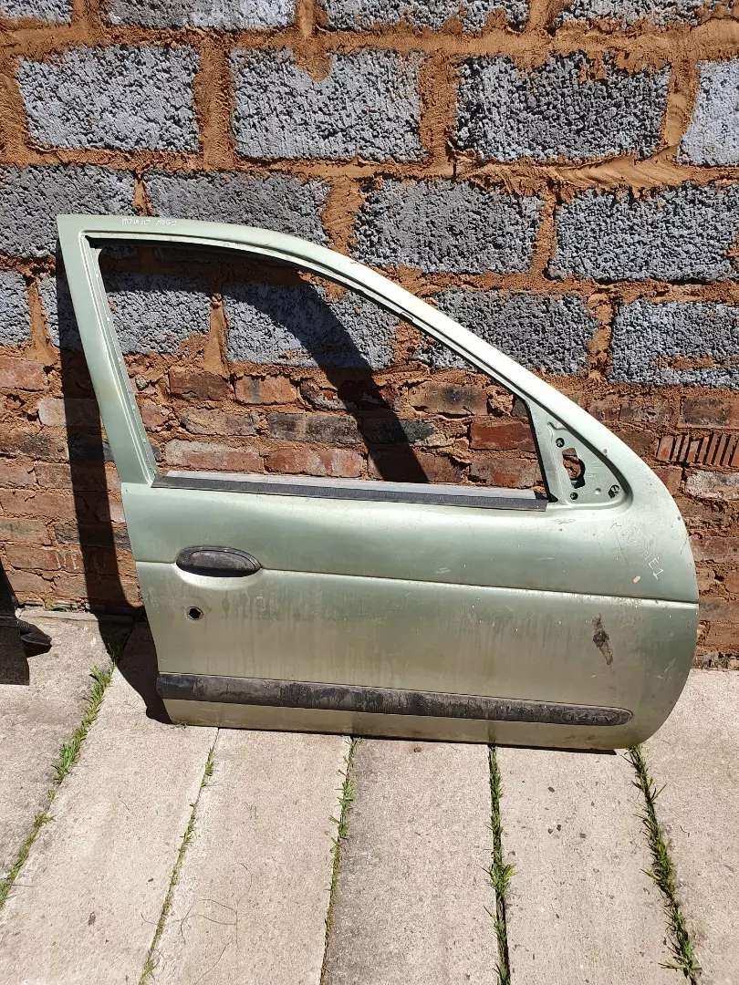 Renault magane 1 front right door shell 0