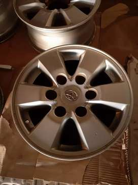15inch Toyota Hilux Rims with 2center caps