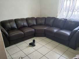 1.7years old Rochester leather lounge suit for R17000 Neg