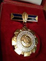 Odznaka Zlota Zasłużony pracownik łączności.