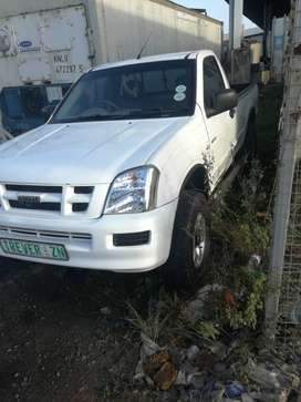 It has mags, mp3 , 4x4 ,aircon ,
