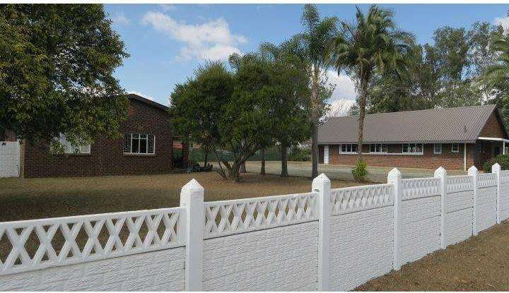 DOUBLE STAND WITH HALL AND DWELLING FOR SALE 0