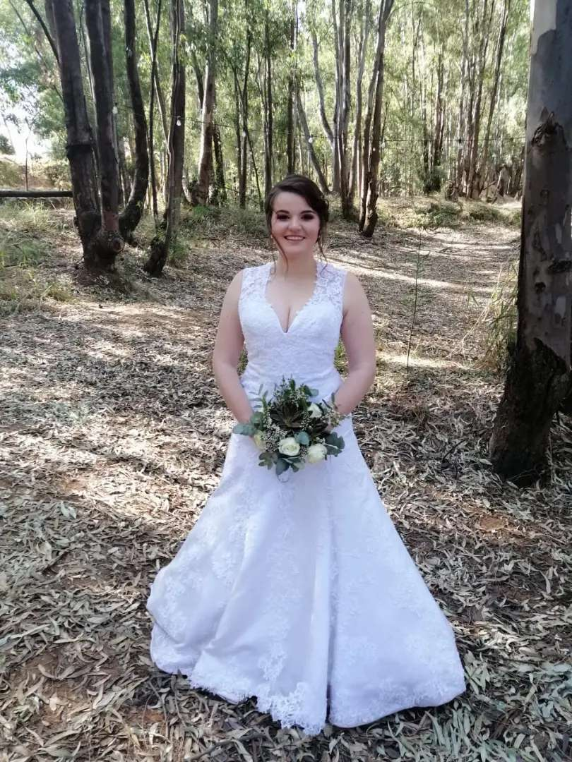Wedding Dress (last worn 12 September 2020) 0