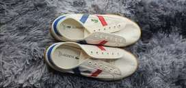Im selling a few pair of shoes, lacoste, nike, a sandal and a heel.