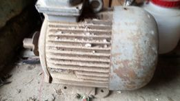 Мотор ,трох фазний 5.5кв 960 оборотів