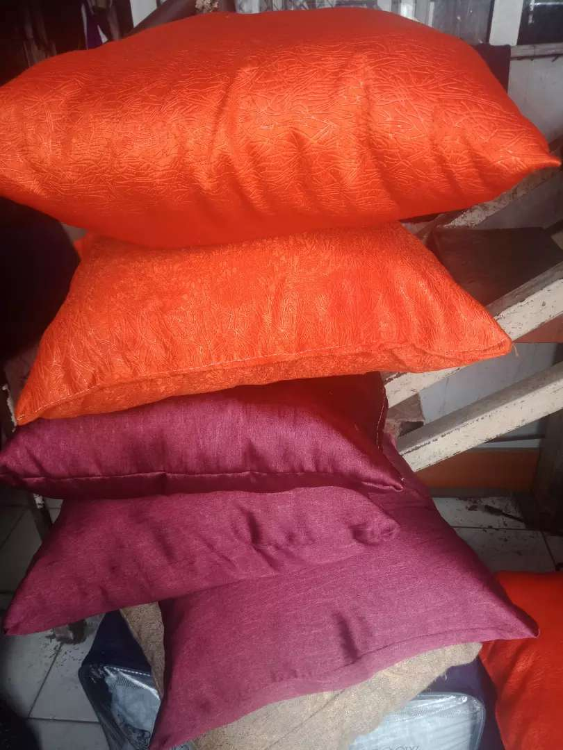 Cushions /Comforters available 0