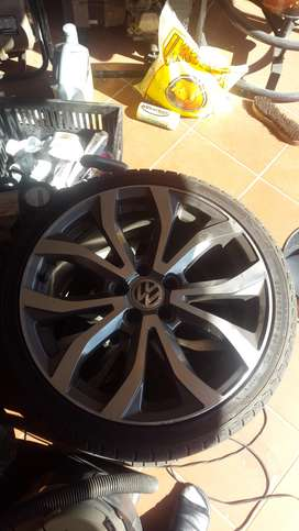 R8 replica rims, 17 inch with tyres