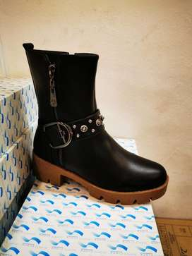 Brand new leather Boots