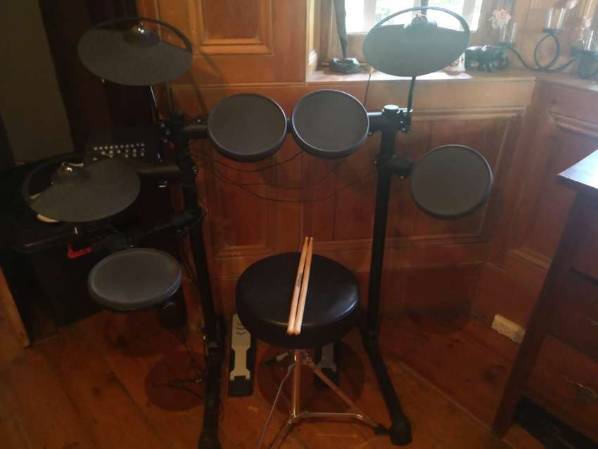Yamaha electric drum set 0