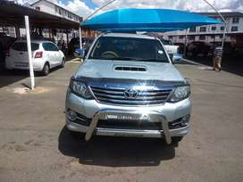 2011 silver Toyota Fortuner 3.0 d-4d 4*4, automatic transmission